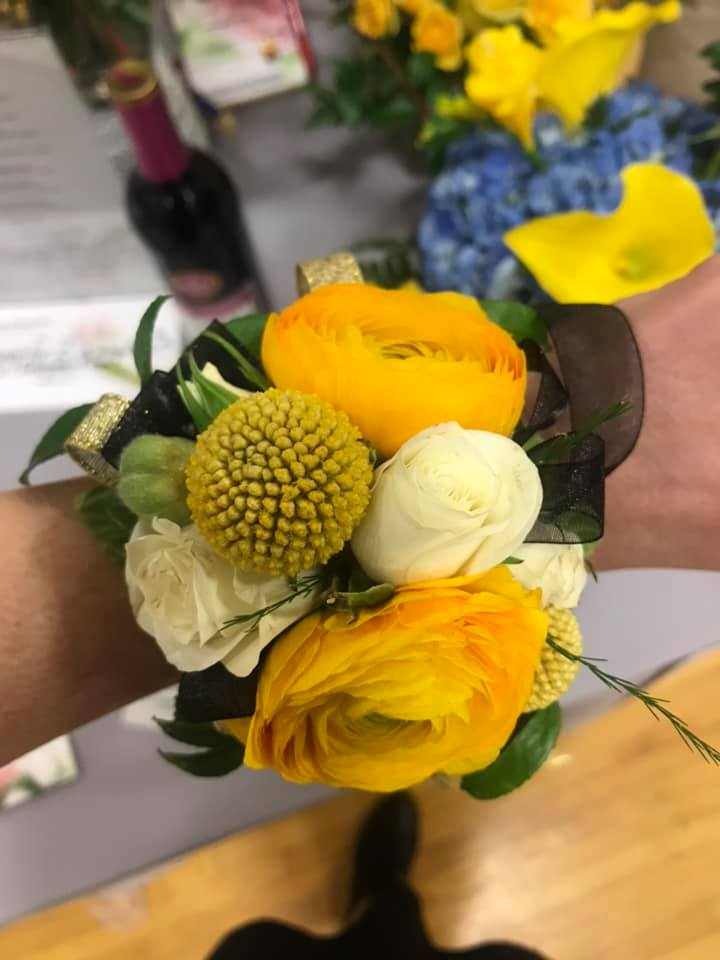 Thank you Linda with Acorn & Evergreen Floral Studio for the opportunity to be your co-Brand Ambassador at the 2019 Business & Community Expo.  I absolutely love when I get to represent your beautiful arrangements!!